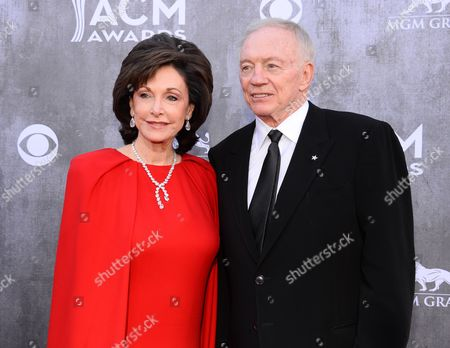 Gene Jones, left, and Jerry Jones arrive at the 49th annual Academy of Country Music Awards at the MGM Grand Garden Arena, in Las Vegas