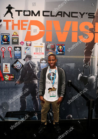 """Carlon Jeffery checks out """"Tom Clancy's The Division"""" at the Ubisoft booth at E3, in Los Angeles"""