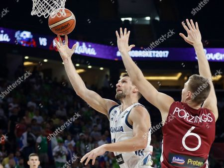Slovenia's Gasper Vidmar, left, drives to the basket as Latvia's Kristaps Porzingis tries to block him during their Eurobasket European Basketball Championship quarter final match in Istanbul, Tuesday, Sept. 12. 2017