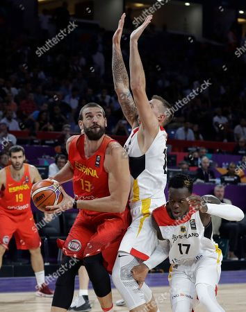 Spain's Marc Gasol, left, drives to the basket as Germany's Daniel Theis, center, and Dennis Schroder tries to block him during their Eurobasket European Basketball Championship quarterfinal match in Istanbul, Tuesday, Sept. 12. 2017