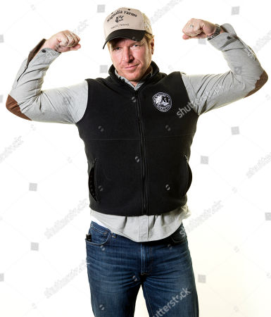 """Joanna Gaines Chip Gaines poses for a portrait in New York to promote their home improvement show, """"Fixer Upper,"""" on HGTV"""
