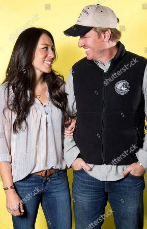 """Joanna Gaines, left, and Chip Gaines pose for a portrait in New York to promote their home improvement show, """"Fixer Upper,"""" on HGTV"""