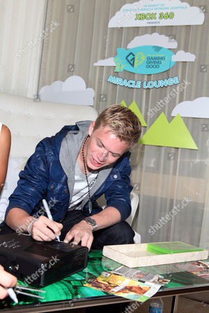 Kenton Duty signs autographs at the Xbox 360 and Children's Miracle Network Gaming and Giving for Good (G3) Miracle Lounge on in West Hollywood, Calif
