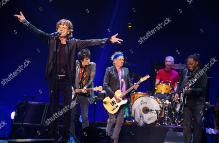 Mick Jagger,Ronnie Wood, Keith Richards, Charlie Watts and Darryl Jones of the Rolling Stones performs at the United Center on in Chicago