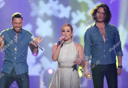 """Ace Young, from left, Kellie Pickler and Constantine Maroulis perform at the """"American Idol"""" farewell season finale at the Dolby Theatre, in Los Angeles"""