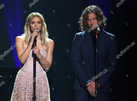 "Katherine McPhee, left, and Casey James performs at the ""American Idol"" farewell season finale at the Dolby Theatre, in Los Angeles"