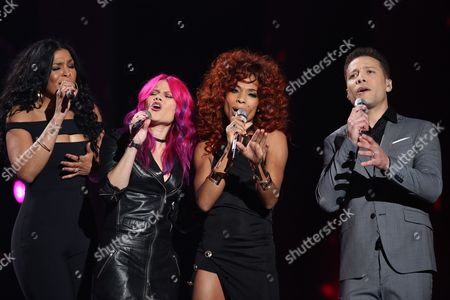 "Jordin Sparks, from left, Allison Iraheta, Tamyra Gray, Justin Guarini perform at the ""American Idol"" farewell season finale at the Dolby Theatre, in Los Angeles"