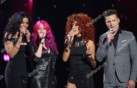 "Jordin Sparks, from left, Allison Iraheta, Tamyra Gray, Justin Guarini perfom at the ""American Idol"" farewell season finale at the Dolby Theatre, in Los Angeles"