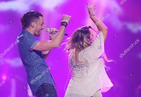 "Ace Young, left, and Skylar Laine perform at the ""American Idol"" farewell season finale at the Dolby Theatre, in Los Angeles"