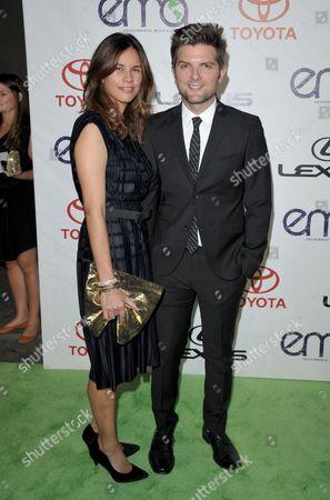 Adam Scott, right, and Naomi Sablan arrive at the 22nd Annual Environmental Media Awards, at Warner Bros. Studios in Burbank, Calif