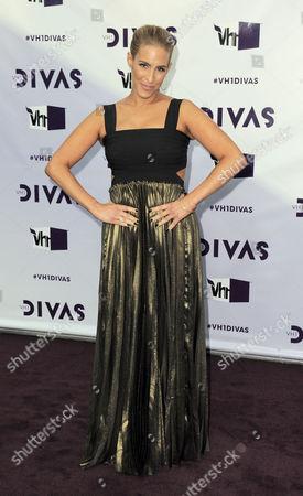 Jenn Berman arrives at VH1 Divas, at the Shrine Auditorium in Los Angeles