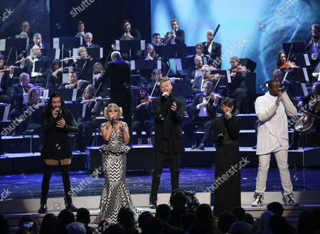 Avi Kaplan, from left, Kirstie Maldonado, Scott Hoying, Mitch Grassi, and Kevin Olusola of Pentatonix perform at the American Music Awards at the Microsoft Theater, in Los Angeles