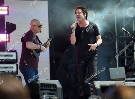 Pat Monahan, right, and Jimmy Stafford, left, of Train perform at the Global Citizen 2015 Earth Day on the National Mall, in Washington