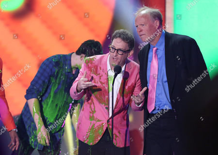 Tom Kenny, left, and Bill Fagerbakke accept the award for favorite cartoon for SpongeBob SquarePants at Nickelodeon's 28th annual Kids' Choice Awards at The Forum, in Inglewood, Calif
