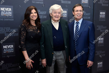 Sheryl Pressberg, from left, Hal Holbrook and Ken Pressberg arrive at the Los Angeles Dinner : What You Do Matters at the Beverly Hilton Hotel, in Beverly Hills, Calif