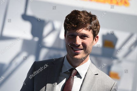 Zach Gilford arrives at the MTV Movie Awards at the Nokia Theatre, in Los Angeles