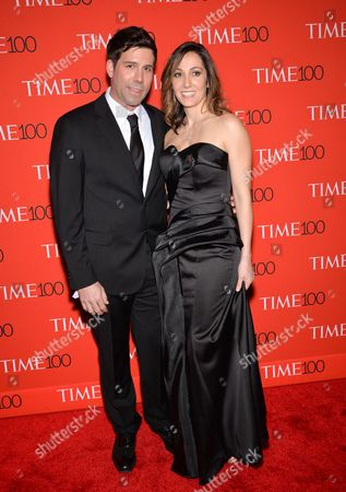 Stockfoto van Computational Biologist Paradis Sabeti, right, and husband John Rinn attend the TIME 100 Gala, celebrating the 100 most influential people in the world, at the Frederick P. Rose Hall, Time Warner Center, in New York