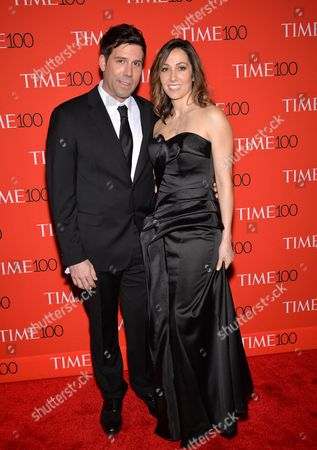 Computational Biologist Paradis Sabeti, right, and husband John Rinn attend the TIME 100 Gala, celebrating the 100 most influential people in the world, at the Frederick P. Rose Hall, Time Warner Center, in New York 的库存图像