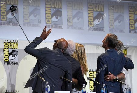 """Michael Dorn, from left, giving the Vulcan salute, Brent Spiner, Jeri Ryan, Scott Bakula, and William Shatner take a selfie at the """"Star Trek"""" panel on day 3 of Comic-Con International, in San Diego"""