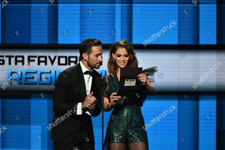 Mauricio Henao, left, and Carolina Miranda present the award for favorite regional mexican artist at the Latin American Music Awards at the Dolby Theatre, in Los Angeles