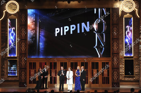 "The producers of ""Pippin,"" from left, Barry Weissler, Fran Weissler, Janet Kagan and Howard Kagan accept the award for Best Revival of a Musical, at the 67th Annual Tony Awards, on in New York"