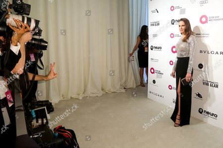 Hillary Swank arrives at the 2016 Elton John AIDS Foundation Oscar Viewing Party at West Hollywood Park, in West Hollywood, Calif