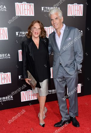 """Actress Linda Lavin and husband Steve Bakunas attend the premiere of """"The Intern"""" at the Ziegfeld Theatre, in New York"""