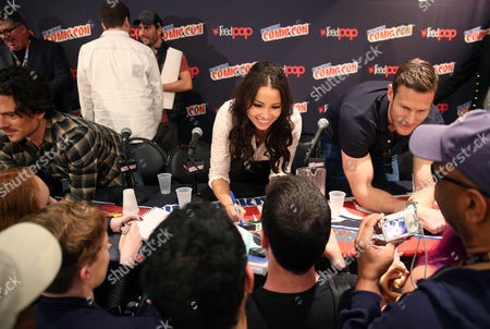 "Luke Arnold, left, Jessica Parker Kennedy, center, and Tom Hopper greet fans after the panel for the STARZ Original Series ""Black Sails"" at New York Comic Con on in New York"