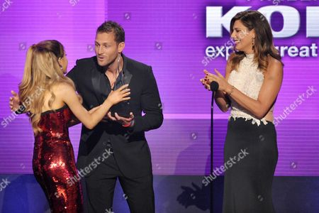 From right, Daisy Fuentes and Juan Pablo Galavis present the award for new artist of the year to Ariana Grande at the American Music Awards at the Nokia Theatre L.A. Live, in Los Angeles
