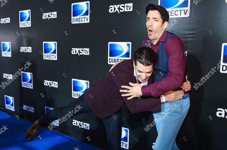 Drew Scott, left, tackles Jonathan Silver Scott on the red carpet at the 2015 DIRECTV Super Saturday Night at the Pendergast Family Farm on in Glendale, Ariz
