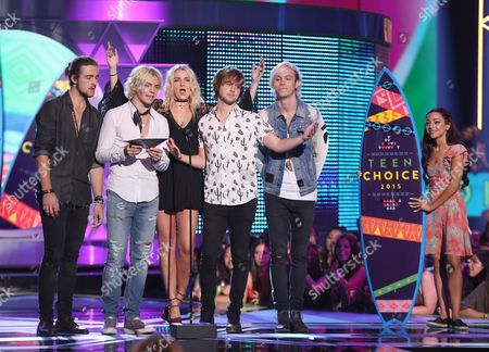 Rocky Lynch, from left, Ross Lynch, Rydel Lynch, Ellington Ratliff and Riker Lynch, of R5, present the choice summer song award at the Teen Choice Awards at the Galen Center, in Los Angeles