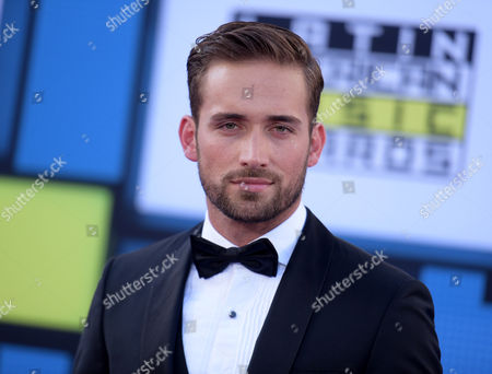 Mauricio Henao arrives at the Latin American Music Awards at the Dolby Theatre, in Los Angeles