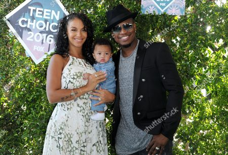 Ne-Yo, right, Crystal Renay, left, and Shaffer Chimere Smith Jr. arrive at the Teen Choice Awards at the Forum, in Inglewood, Calif