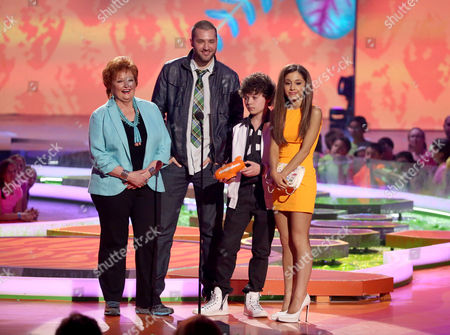 From left, Maree Cheatham, Cameron Ocasio, Zoran Korach, and Ariana Grande accept the award for favorite TV show for Sam & Cat at the 27th annual Kids' Choice Awards at the Galen Center, in Los Angeles