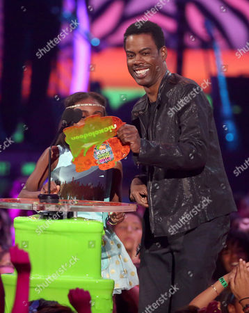 Chris Rock, right, and daughter Lola Simone Rock present the favorite TV actress award at the 27th annual Kids' Choice Awards at the Galen Center, in Los Angeles