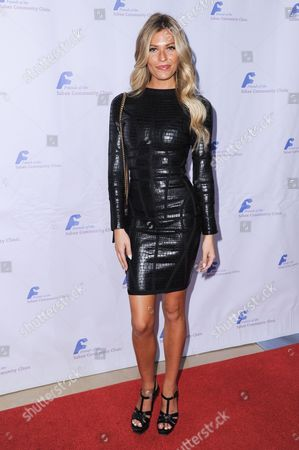 Model Samantha Hoopes attends the 39th Annual Dinner Gala to Honor Steve Mosko held at the Beverly Hilton Hotel, in Beverly Hills, Calif