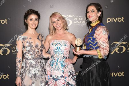 """Actor Shiri Appleby, left, executive producer Carol Barbee and co-creator and executive producer Sarah Gertrude Shapiro pose with the award for the television show """"Unreal"""" at the 75th Annual Peabody Awards Ceremony at Cipriani Wall Street, in New York"""