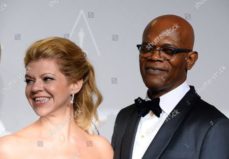 """Robin Mathews, left with Samuel L. Jackson as she accepts the award for best makeup and hairstyling for """"Dallas Buyers Club"""" - xxx poses in the press room during the Oscars at the Dolby Theatre, in Los Angeles"""