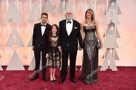 From left, Ellery Walker Harper, Jaya Harper, Bruce Dern, and Laura Dern arrive at the Oscars, at the Dolby Theatre in Los Angeles
