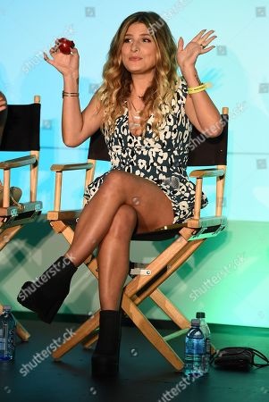 Kate Albrecht attends BeautyCon Los Angeles 2014 in Partnership with Elle at LA Mart, in Los Angeles