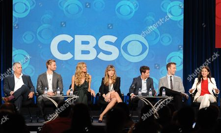 """From left, executive producer Aaron Kaplan and cast members Rick Donald, Brooklyn Decker, Majandra Delfino, Kevin Connolly and James Van Der Beek and executive producer Dana Klein participate in the """"Friends With Better Lives"""" panel at the CBS Winter TCA Press Tour, on at the Langham Huntington, in Pasadena, Calif"""