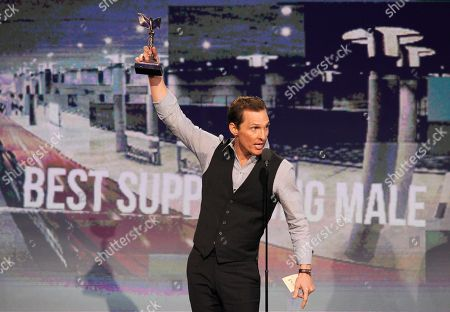 """Actor Matthew McConaughey accepts the award for best supporting male for """"Magic Mike"""" at the Independent Spirit Awards, in Santa Monica, Calif"""