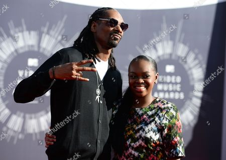 Snoop Dogg and his daughter Cori Broadus arrive at the MTV Video Music Awards at The Forum, in Inglewood, Calif