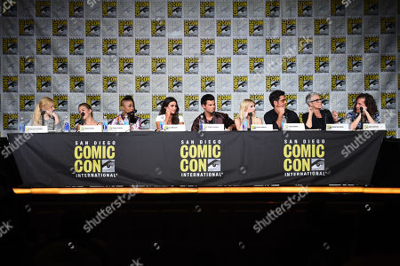 """Stock Photo of Abigail Breslin, from left, Billie Lourd, Keke Palmer, Lea Michele, Taylor Lautner, Emma Roberts, John Stamos, Jamie Lee Curtis, and Ian Brennan attend the """"Scream Queens"""" panel on Day 2 of Comic-Con International, in San Diego"""