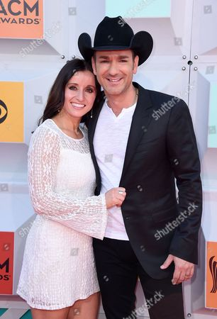 Mindy Ellis Campbell, left, and Craig Campbell arrive at the 51st annual Academy of Country Music Awards at the MGM Grand Garden Arena, in Las Vegas