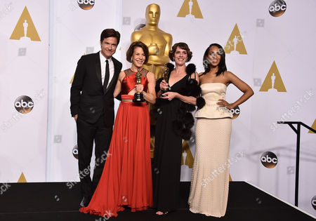 Jason Bateman From left, Jason Batemen, Dana Perry, Ellen Goosenberg Kent and Kerry Washington pose in the press room with the award for best short subject documentary for Crisis Hotline: Veterans Press 1 at the Oscars, at the Dolby Theatre in Los Angeles
