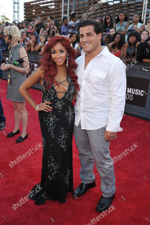 """Nicole """"Snooki"""" Polizzi, left, and Jionni LaValle arrive at the MTV Video Music Awards at Barclays Center, in the Brooklyn borough of New York"""