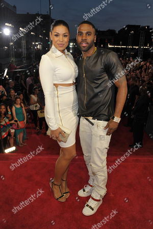 Jordan Sparks, left, and Jason Derulo, right, arrive at the MTV Video Music Awards at Barclays Center, in the Brooklyn borough of New York