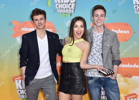 Taylor Adams, from left, Esther Zyskind, and Callan Potter arrive at the Kids' Choice Awards at The Forum, in Inglewood, Calif