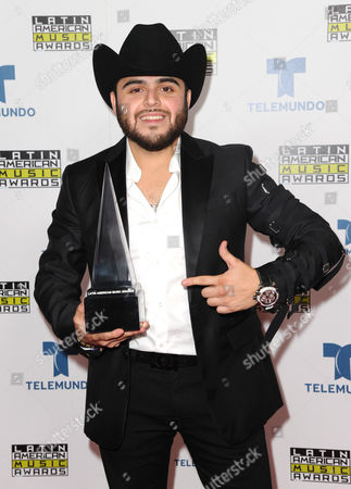 Gerardo Ortiz poses backstage with the award for favorite regional Mexican artist at the Latin American Music Awards at the Dolby Theatre, in Los Angeles